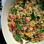 Kuskus z pieczonymi warzywami, świeżą miętą i olejem rydzowym