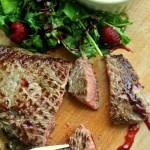 Stek wołowy z krzyżowej z domowym sosem malinowym
