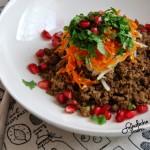 Wołowina z sosem sojowym,marchewką i świeżą kolendrą