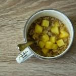 Poranna owsianka ze świeżym ananasem