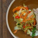 Schab wieprzowy z parowaru z warzywnym tagliatelle