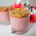 Truskawkowo-kokosowy pudding chia z rabarbarem