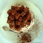 Kakaowo-śmietankowy królewski torcik bezowy