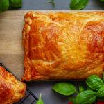 Burgery wołowe zapiekane w cieście francuskim z serem i warzywami